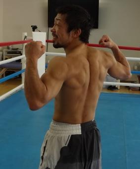 八重樫東広背筋(ボクシングニュース)