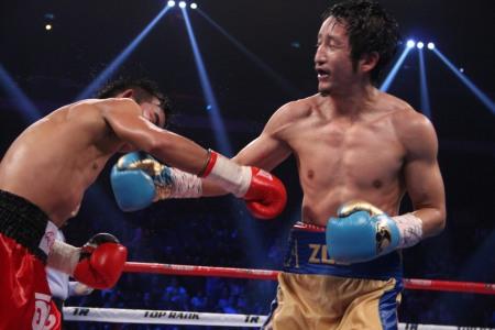 ゾウがプロ初のKO勝利(ボクシングニュース)