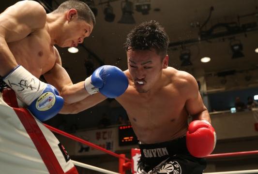 高山が鈴木に辛勝、日本ウェルター級V3(ボクシングニュース)