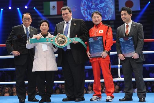 WBCが袴田さんに名誉ベルト贈呈(ボクシングニュース)