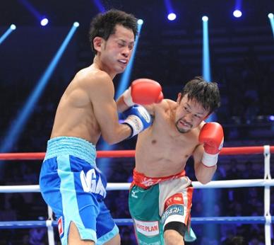 細野がKOで日本フェザー級王者に、ロマゴンも快勝(ボクシングニュース)