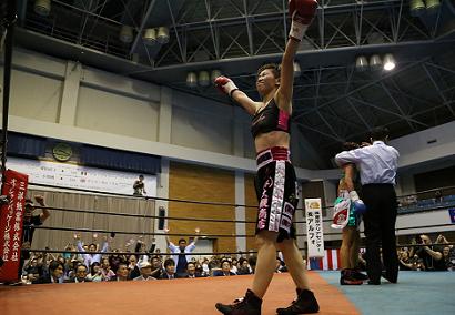 小関と柴田が防衛(ボクシングニュース)