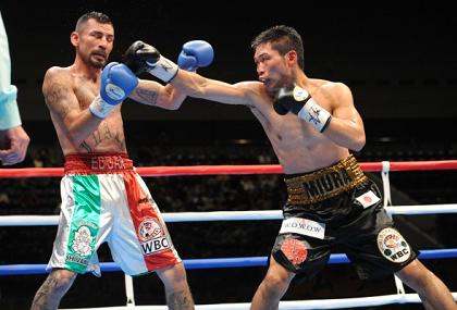 三浦が6回TKO勝ちでV3(ボクシングニュース)