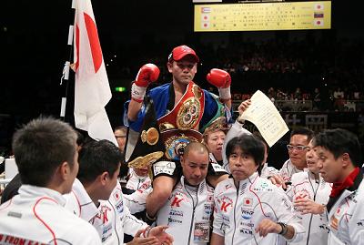 高山勝成が2冠王者に(ボクシングニュース)