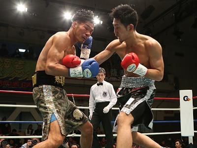 岡田博喜が3回TKOでV2(ボクシングニュース)