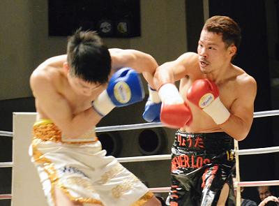 加治木が西岡にTKO勝ち(ボクシングニュース)