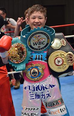 藤岡奈穂子が4階級制覇へ、WBA女子フライ級決定戦