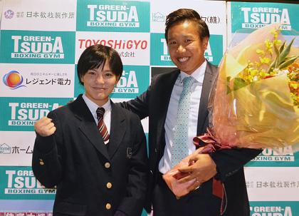 JKボクサー小村楓香「ベルトを手に成人式と卒業式」